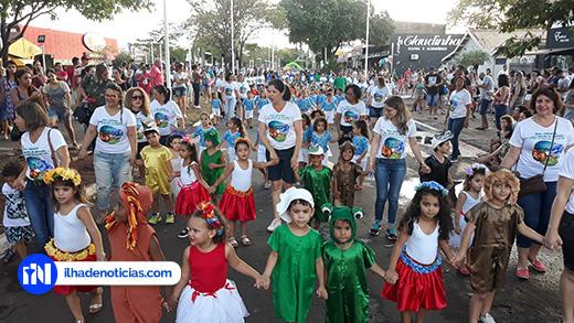 Multidão acompanha desfile em comemoração aos 51 anos de Ilha Solteira; Meio ambiente foi o tema