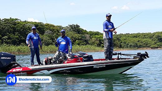 Torneio na praia reúne mais de 300 pescadores